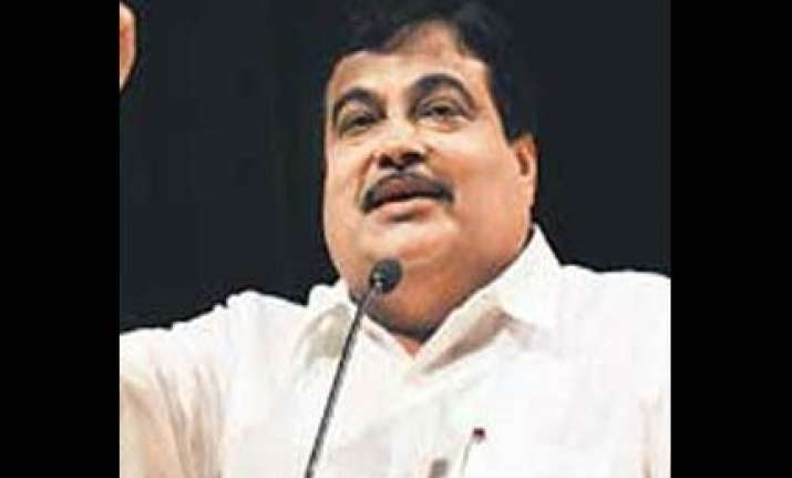attempt made to destabilise ktk govt gadkari