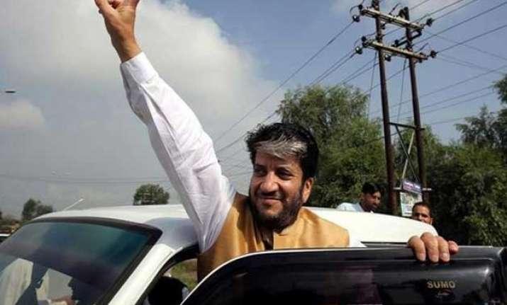 shabir shah detained at delhi airport