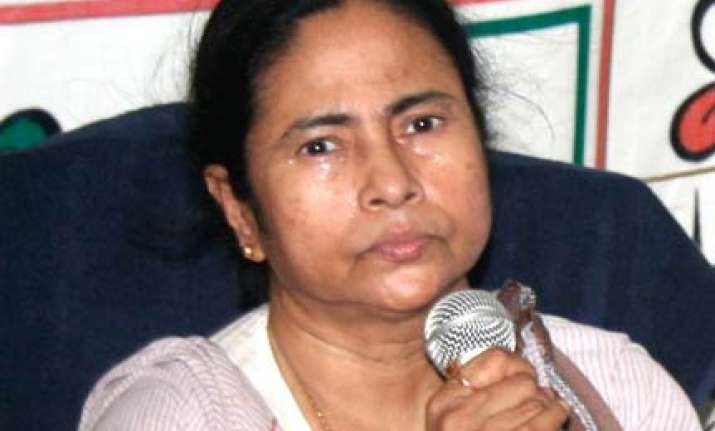 mamata accuses cpi m of distributing illegal arms