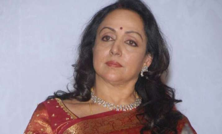 hema malini blames deceased s father for accident