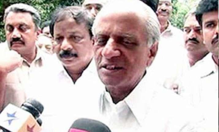 lingayat leaders in cong assail yeddyurappa caste politics
