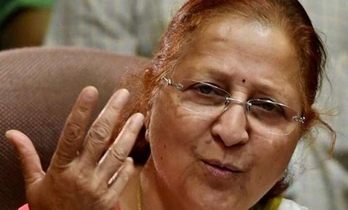 lok sabha speaker sumitra mahajan offers prayers at