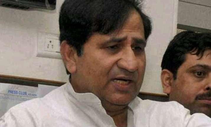 congress welcomes bharat ratna to vajpayee rakes up