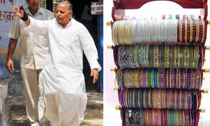 congress women activists to send 1000 bangles to mulayam