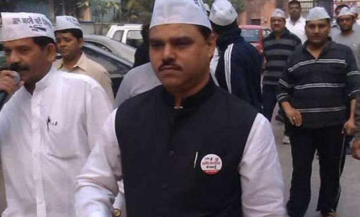 delhi law minister denies fake certificate charge