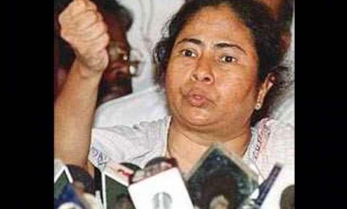mamata demands judicial or cbi inquiry into fire incident
