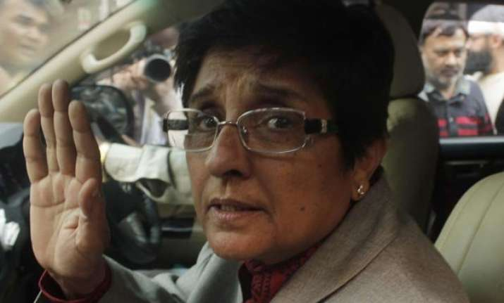 kejriwal disowns the ladder after using it bedi on bhushan