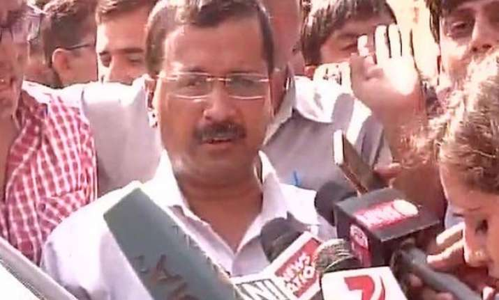 dadri lynching after 2 hrs kejriwal allowed to meet family