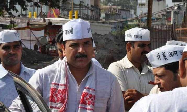 aap backs vishwas says media twisting story to defame party