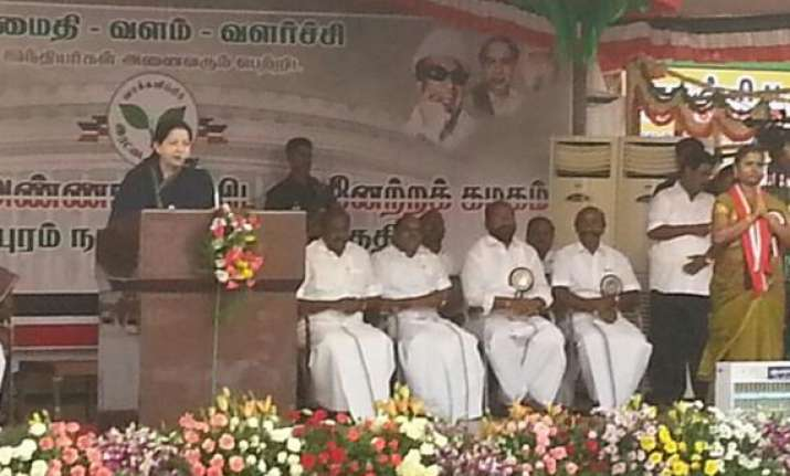 jayalalithaa goes all guns blazing for 40 seats