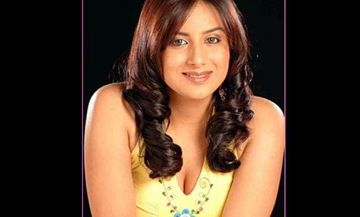 kannada actress pooja gandhi joins yeddyurappa s party