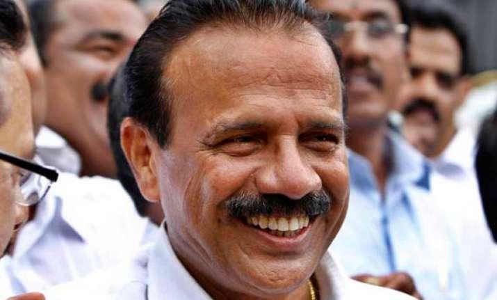 karnataka cm to call on maharashtra leaders to discuss
