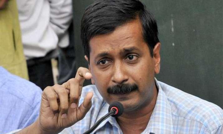 kejriwal campaigns against moily in karnataka