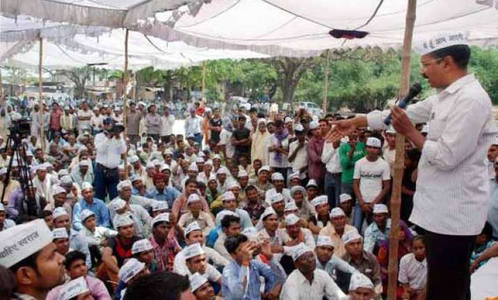 kejriwal campaigns in varanasi admits the mistake of