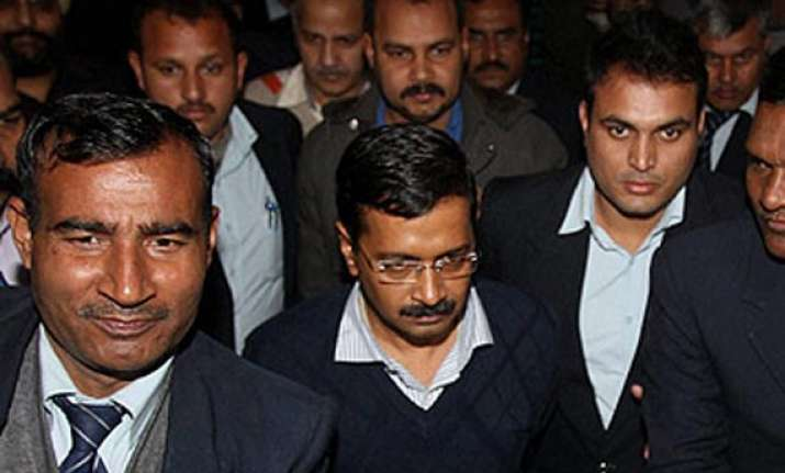 kejriwal urges party members to stay calm