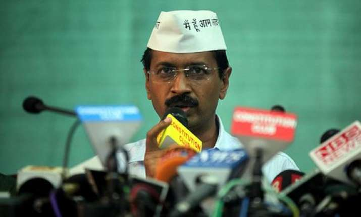 kejriwal supports agitating maharashtra farmers