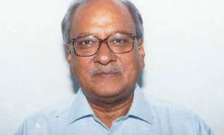 kerala governor turns commoner at airport