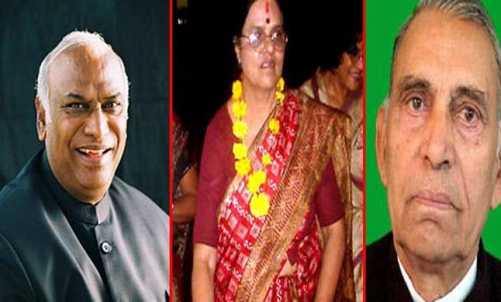 kharge made railways minister eight inducted as ministers