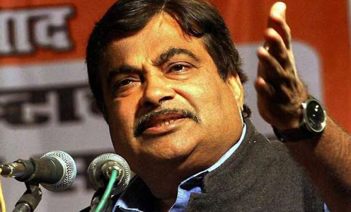 khurshid beni remarks at sonia s behest says gadkari