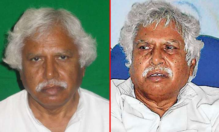 know madhusudan mistry the man who will take on modi in