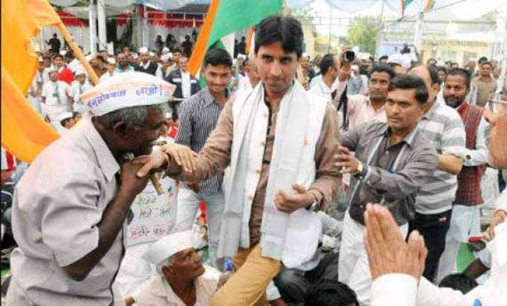 kumar vishwas to visit amethi on feb 4