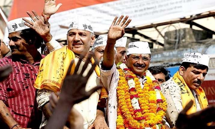 kejriwal files nomination after attacking modi rahul