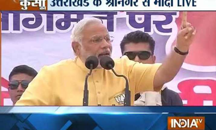 live india is running in reverse gear says modi at srinagar
