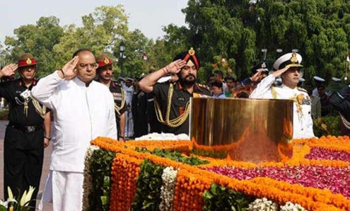leaders pay homage to kargil martyrs