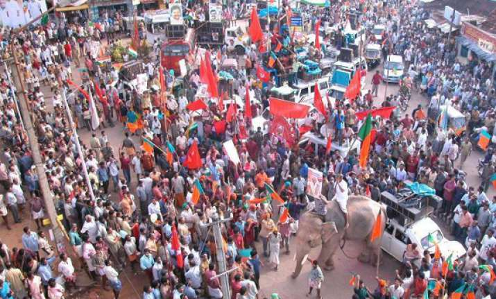 leaders plunge into campaign in kerala