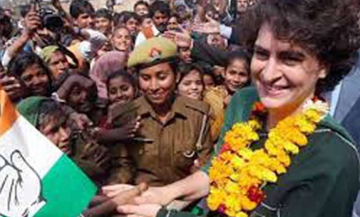 live priyanka gandhi campaigns for rahul in amethi