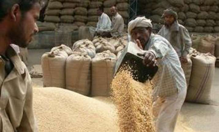 mp bjp cong rush to take up farmers cause ahead of ls polls