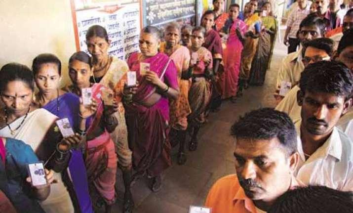 maharashtra brisk early voting across 19 ls constituencies