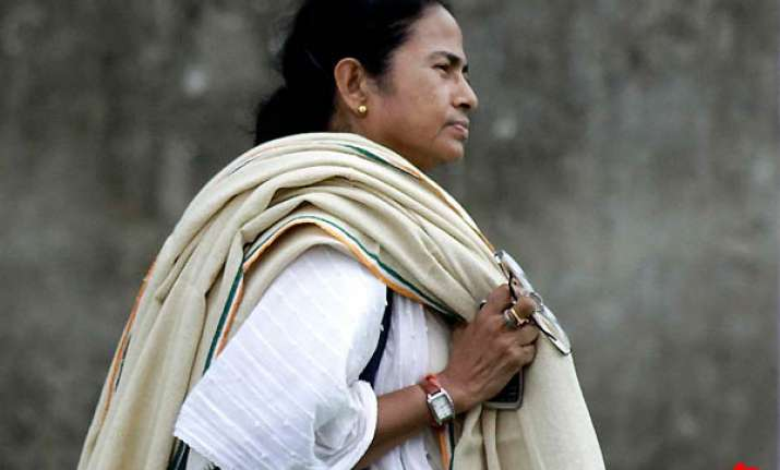 mamata accuses lf of closing down factories