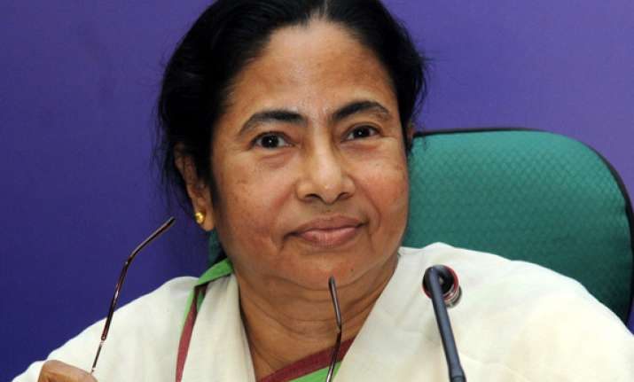 mamata asks cpi m to stop negative criticism
