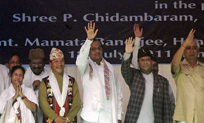 mamata criticises cpi m regional parties for opposing accord