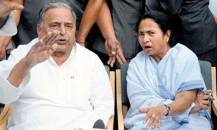 mamata s emissary meets mulayam says both are firm on kalam
