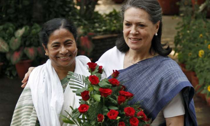 mamata to hold discussions with sonia on presidential