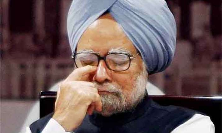 manmohan singh gets standing ovation at pmo farewell