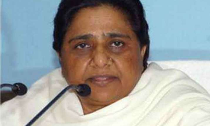 maya calls for mulayam s mental treatment over sexist remark
