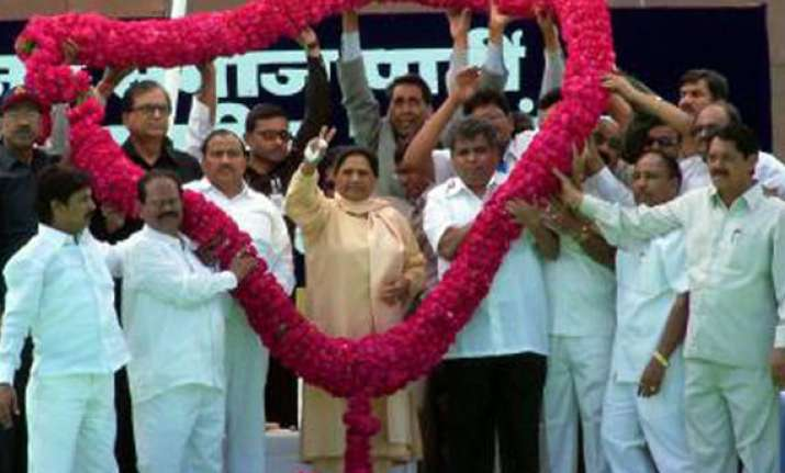mayawati wants to become pm fly tricolour from red fort