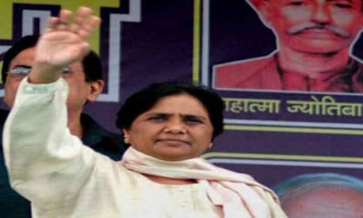 mayawati announces rs 1 lakh assistance to arunima