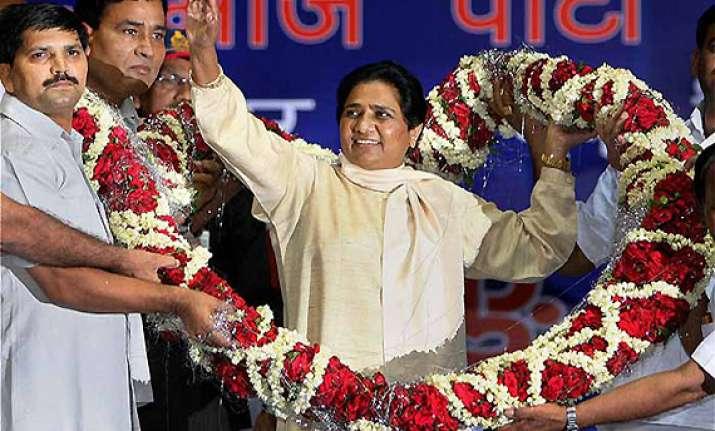 mayawati attacks congress for wrong economic policies
