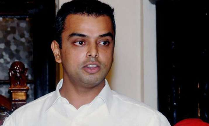 milind deora under fire for questioning rahul s advisers