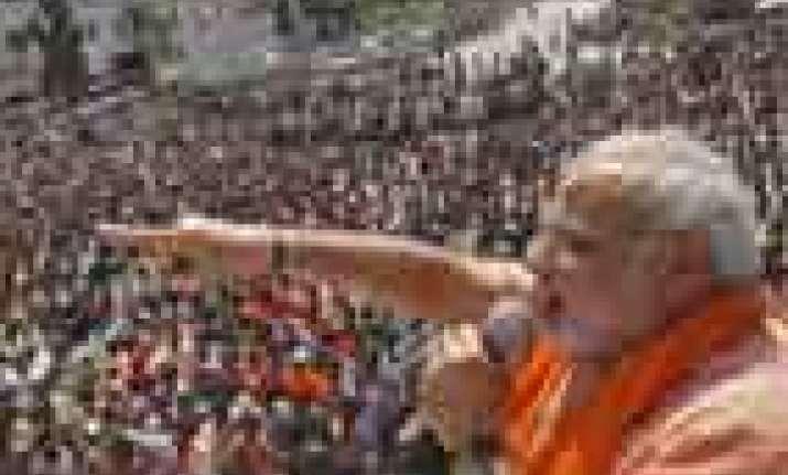modi leads kejriwal in varanasi