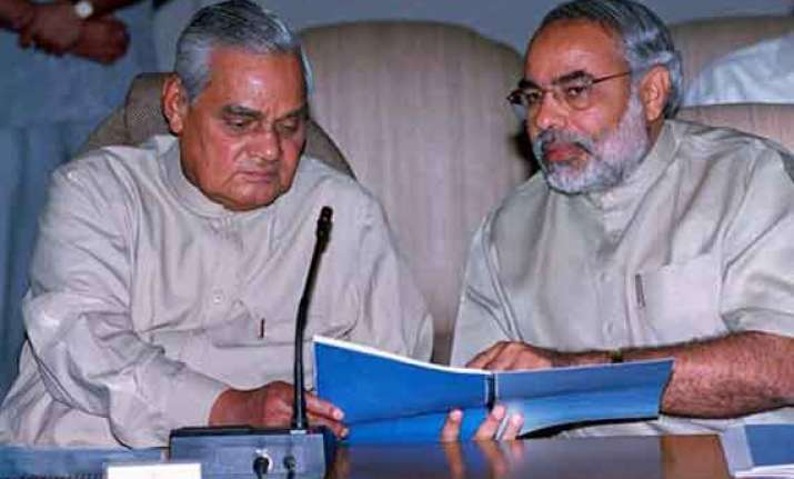 modi meets vajpayee after campaign ends