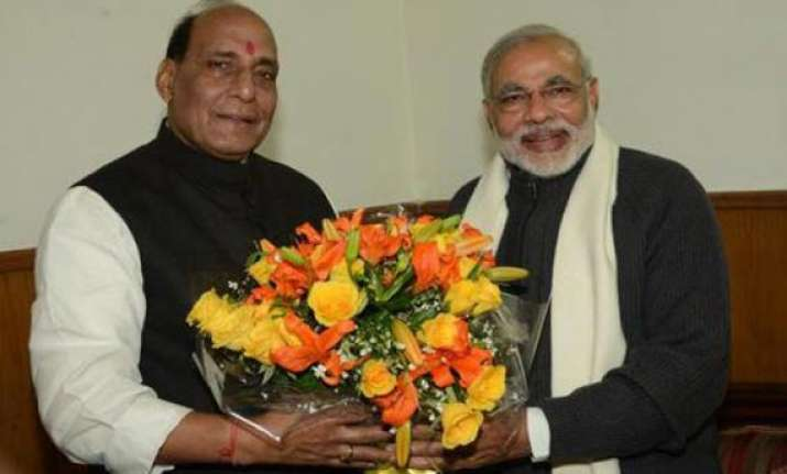 modi praises rajnath makes an indirect dig at advani