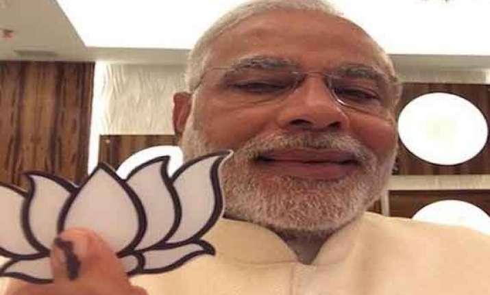modi votes clicks selfie attacks congress