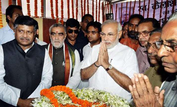 modi gets rousing reception from bjp workers in patna