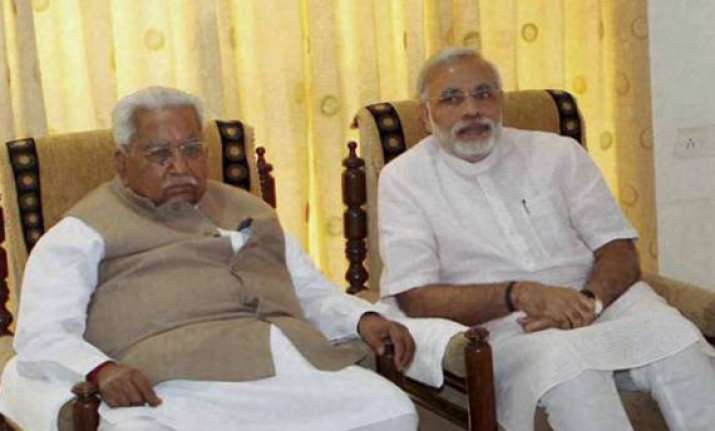 modi seeks keshubhai patel s blessings after poll win