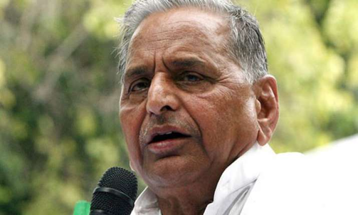 mulayam attacks congress over foreign policy